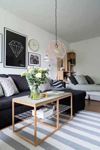диван и кровать в интерьере спальни гостиной