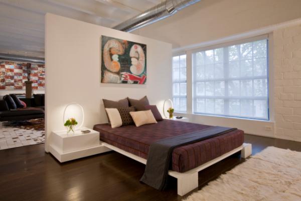белая перегородка в спальне гостиной