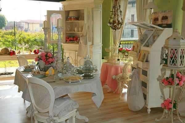 цветы в интерьере гостиной в стиле прованс