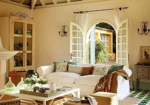 окна арка в интерьере гостиной прованс