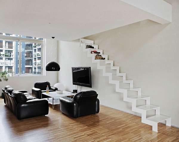лестница без перил в интерьере гостиной