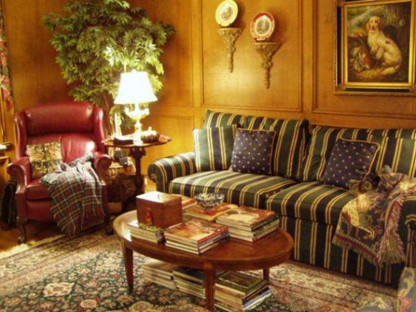 текстиль в интерьере гостиной в английском стиле