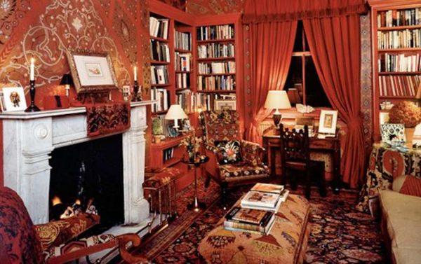 библиотека в гостиной с английским стилем