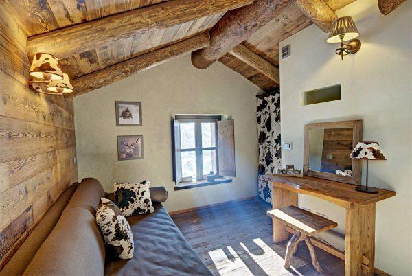 гостиная в деревянном доме шале