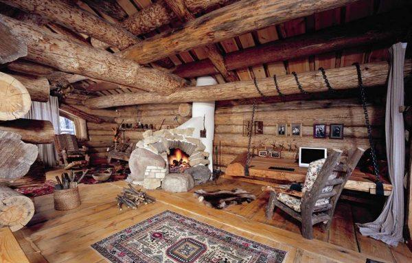 гостиная в деревянном доме с деревянной мебелью