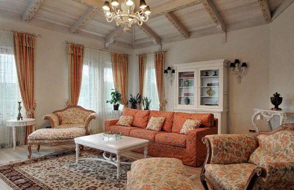 диванная группа в интерьере гостиной в стиле кантри