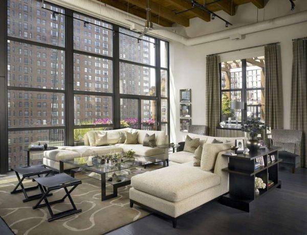 интерьер гостиной в стиле лофт с огромным окном