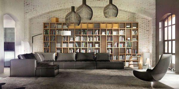 интерьер гостиной в стиле лофт с библиотекой
