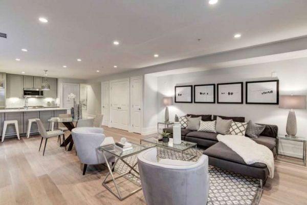 светлый интерьер кухни гостиной в стиле модерн