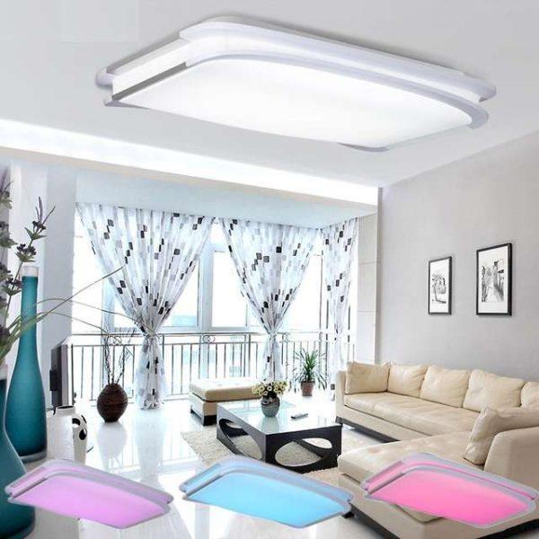 потолочный светильник в интерьере гостиной в светлых тонах