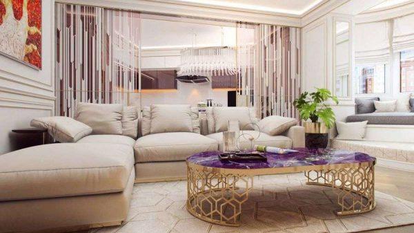 роскошный журнальный столик в интерьере светлой гостиной