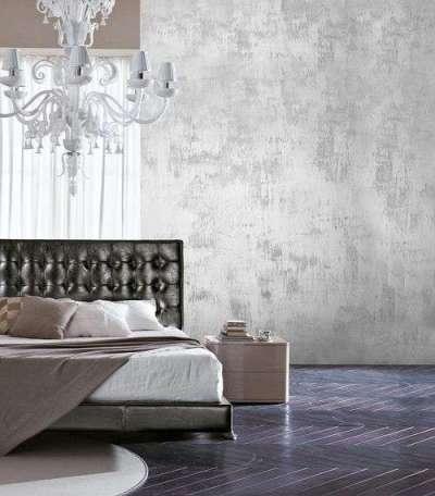 интерьер гостиной в светлых тонах с белой штукатуркой