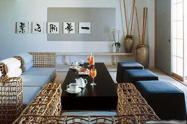место для отдыха в интерьере гостиной в японском стиле