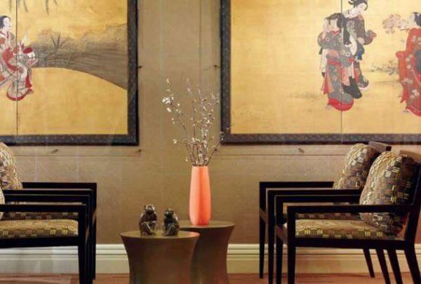 японский стиль в интерьер гостиной с картинами