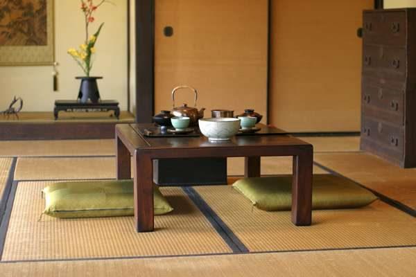 мебель в интерьере гостиной в японском стиле