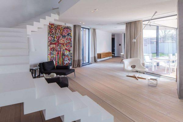 минималистический стиль в интерьере гостиной частного дома