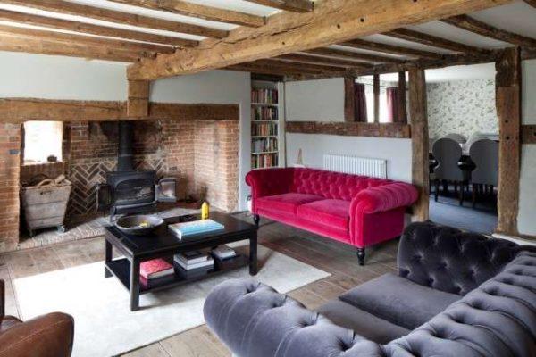 велюровая оббивка мебели в интерьере гостиной частного дома