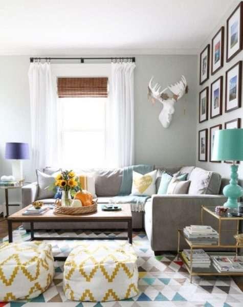 угловой диван в интерьере гостиной частного дома
