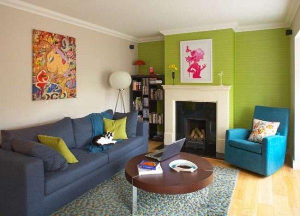 яркие краски в интерьере гостиной 18 кв.м в хрущёвке