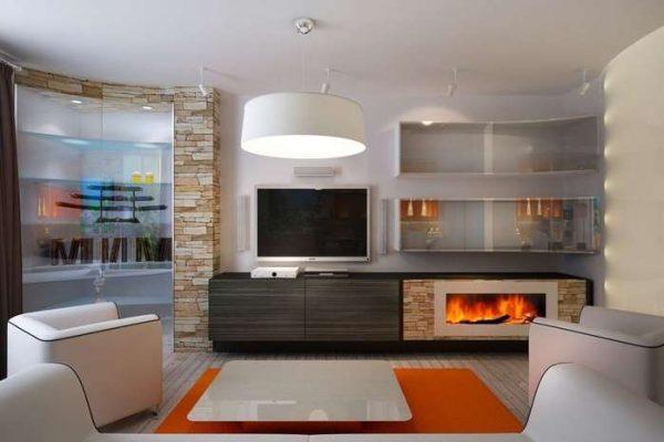 камин и телевизор, размещённые в модульной стенке в интерьере гостиной в городской квартире