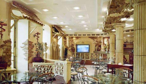 античный стиль в интерьере гостиной