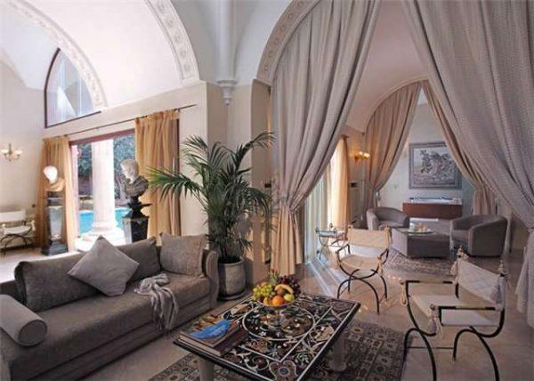 романский стиль в гостиной
