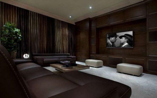 коричневые шторы в интерьере роскошной гостиной