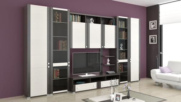 Корпусная мебель в интерьере гостиной с фиолетовыми стенами