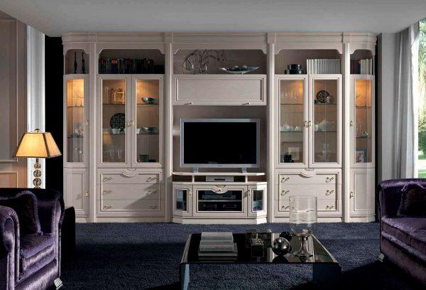 корпусная светлая мебель в интерьере гостиной классического стиля