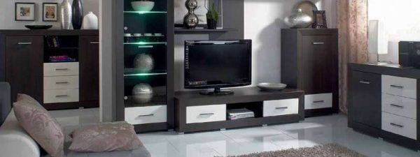 корпусная мебель с подсветкой в интерьере современной гостиной