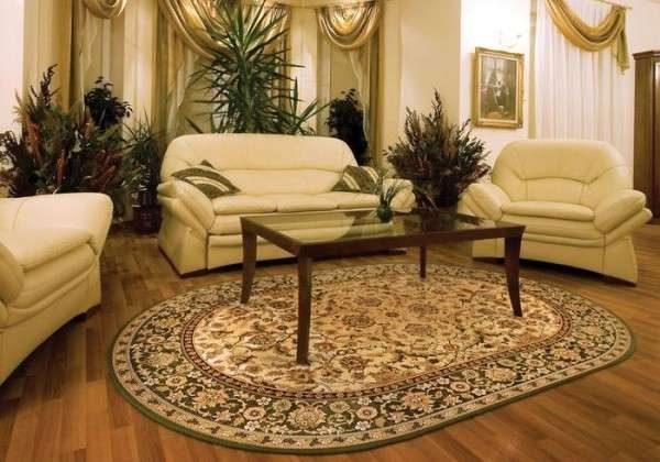 овальный ковёр в интерьере гостиной