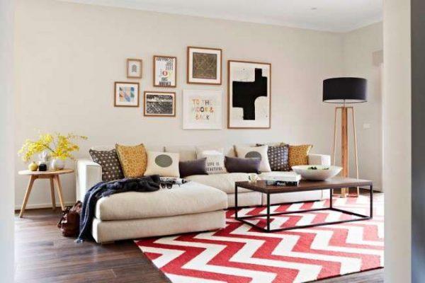 ковёр со стильным узором в интерьере гостиной