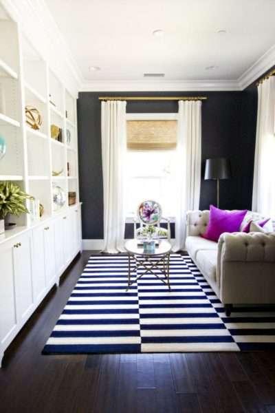 ковёр в интерьере гостиной в морском стиле