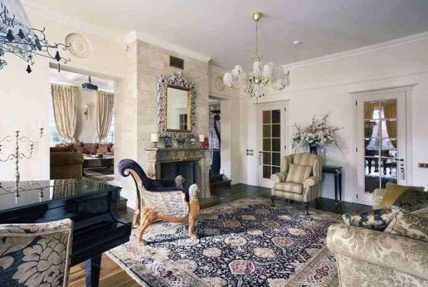 ковёр шерстяной восточный в интерьере гостиной