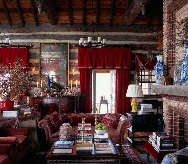красные шторы в интерьере гостиной шале