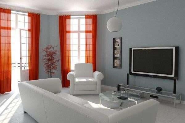 красные шторы в интерьере гостиной с белыми шторами