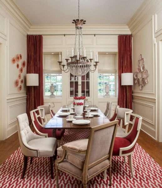 красные шторы в интерьере гостиной в стиле классика