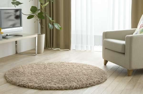 круглый ковёр в интерьере кухни гостиной 15 кв. м