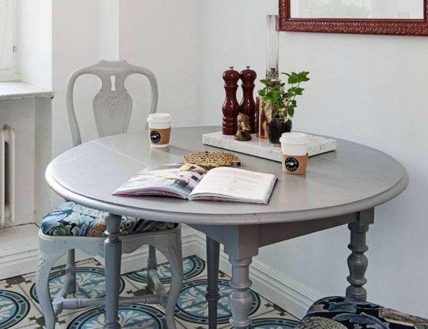 стол и стулья для кухни гостиной