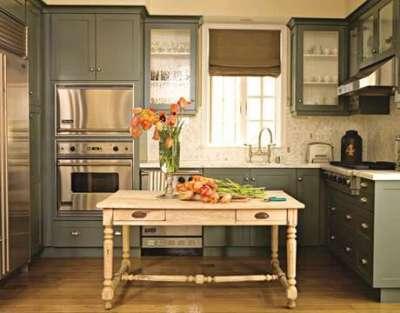 П-образный кухонный гарнитур в интерьере кухни гостиной