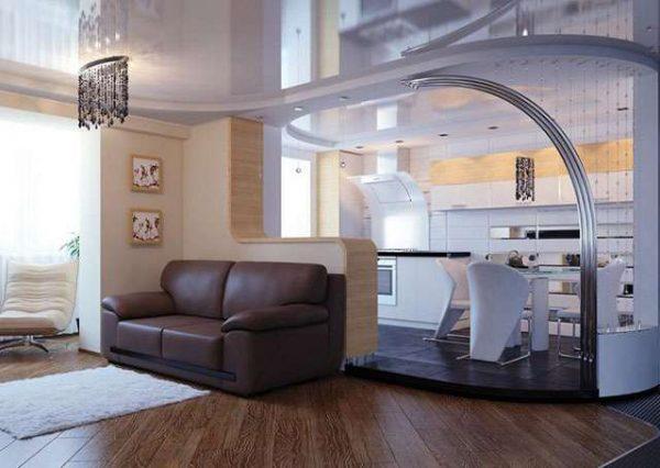 интерьер кухни гостиной с натяжным потолком и аркой