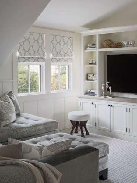 белый в интерьере небольшой гостиной