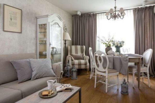 мебель в пастельных тонах в гостиной в классическом стиле