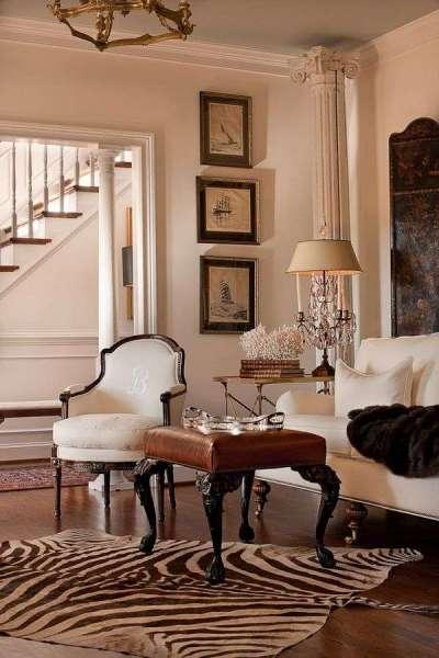 белая мебель в гостиной в классическом стиле