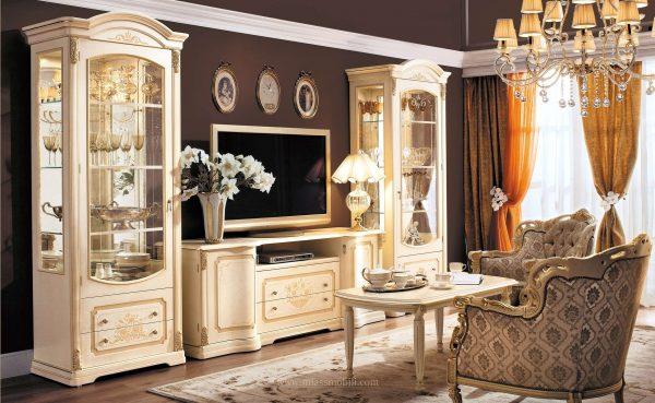бежевая мебель в гостиной в классическом стиле