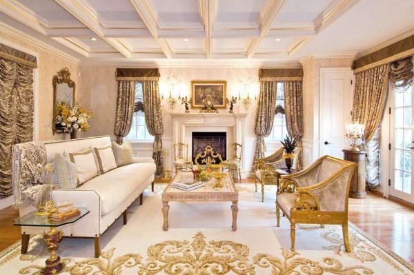 светлая мебель в гостиной в классическом стиле
