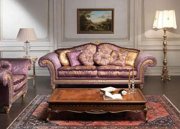 фиолетовая мебель в гостиной в классическом стиле