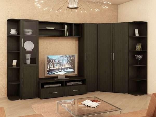 угловая коричневая современная недорогая модульная стенка в интерьере гостиной