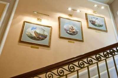 модульная картина вдоль лестницы