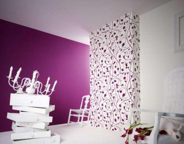 фиолетовые обои в гостиной
